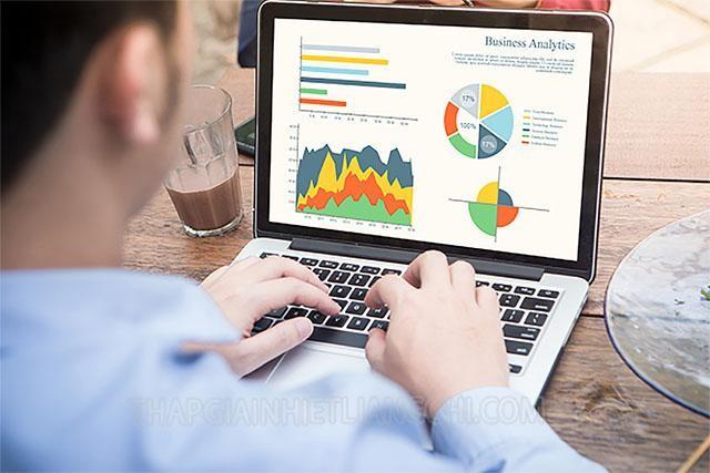 CRM tạo ra báo cáo chuyên sâu về khách hàng
