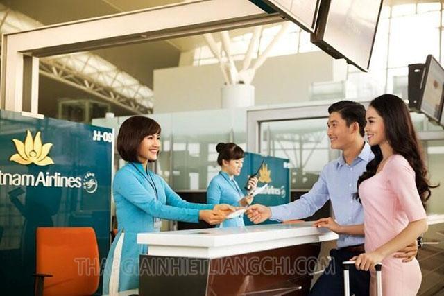Check in tại quầy vé sân bay