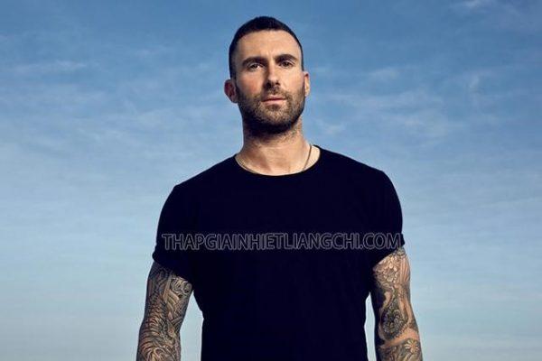 Ca sĩ Adam Levine trưởng nhóm Maroon 5 từng có hình tượng Badboy.